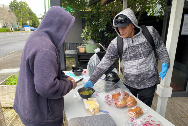Lee Peri, Lifewise Housing First Peer Support Worker, serving one of our street whanau some fresh and warm boil-up after getting their vaccine.